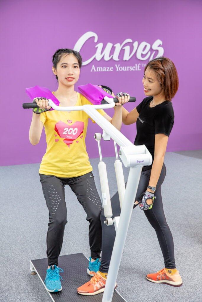 Các bài tập SỨC MẠNH & SỰ DẺO DAI giúp tăng sức mạnh cơ bắp, duy trì mật độ xương, giảm đau các khớp, duy trì cân bằng cơ thể.